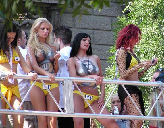 Pic #1 Budapest Parade '03