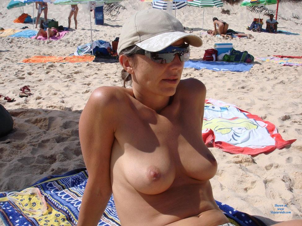 Free at The Beach - Bikini, Brunette Hair, Perfect Tits, Beach Voyeur , Proud Of Her Tits At The Beach !