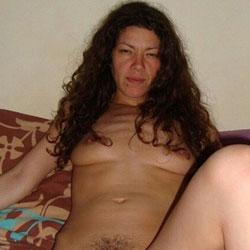Sabrina Aime Se Montrer Nue - Nude Girls, Brunette, Bush Or Hairy, Amateur