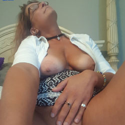 Lunch Time Selfies - Big Tits, Shaved, Amateur