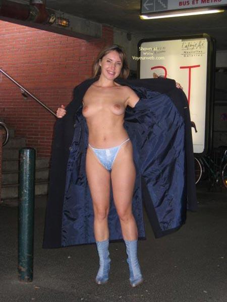 Pic #1 Janna Dans Le Metro