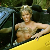 Tina And The Yellow Car